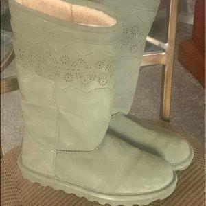 Bearpaw sage green boots 😍❄️⛄️